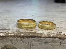 Ossa-Sepia Trauringe in Gelbgold mit Diamant
