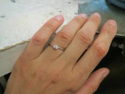 Ovaler Diamant im Chaton