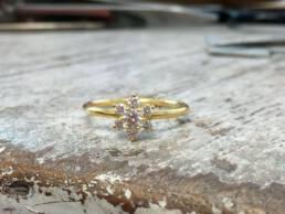 Verlobungsring mit 7 Diamanten