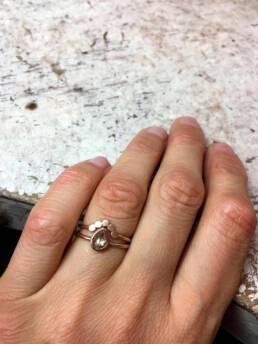 Verlobungsring in Rotgold mit Diamant und Vorsteckring
